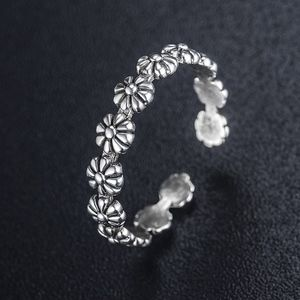 Jewelry - Silver flower stackable ring